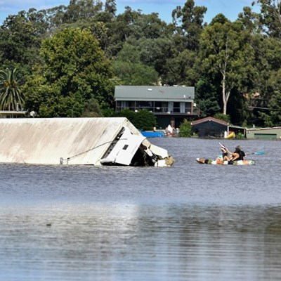 Australia begins long clean-up as floodwaters recede
