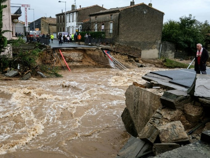 13 dead as flooding hits France
