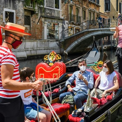 Tubby tourists force Venice gondoliers to slim down numbers