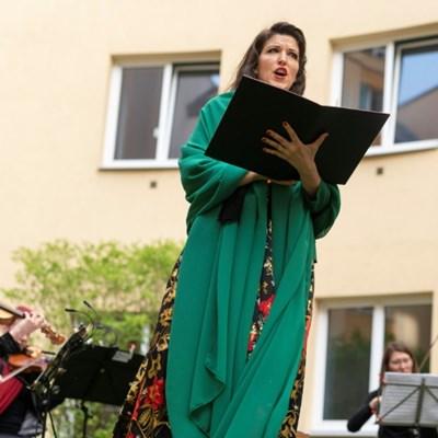 Opera returns to Vienna with hotel 'window concert'