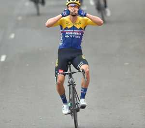 Roglic wins Vuelta a Espana opening stage as Froome suffers