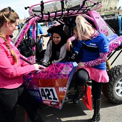 Dakar's women drivers helping their Saudi sisters