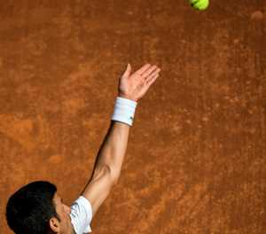 Djokovic sweeps into Italian Open quarter-finals on front of Roman crowd