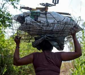 Desperate Venezuelans sneak across Colombia border to peddle scrap