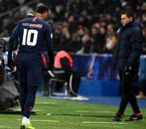 'Ney is worried': PSG lose Neymar to foot injury in French Cup win