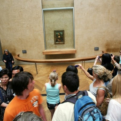 Overcrowded Louvre struggles to cope with rising tourist tide
