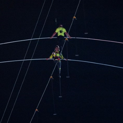Wallenda siblings complete daunting Times Square tightrope stunt