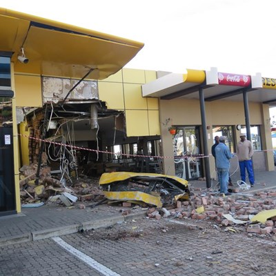 Truck Smashes Into N2 Sasol Restaurant George Herald