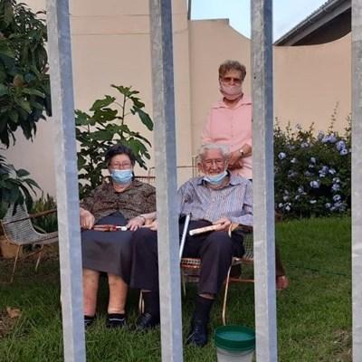 Bejaardes word bederf