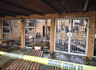 Rooirivierrif-Sportklub deur brand verwoes