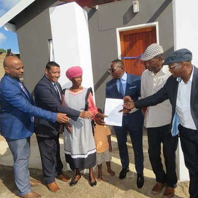Madikizela hands over houses