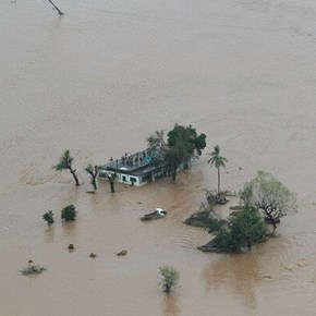 Cyclone Idai: Pilot recounts devastation