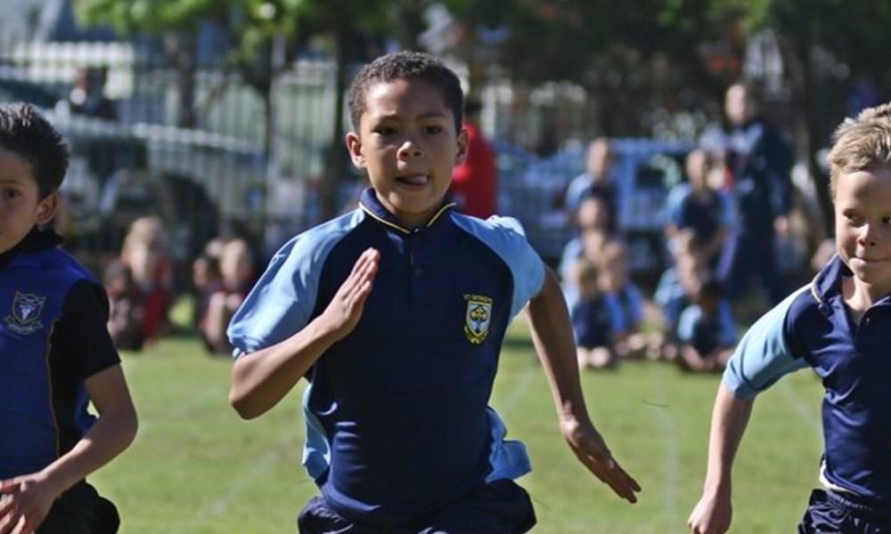 Atlete van plaaslike laerskole wys hul talent by George Voorbereidingskool