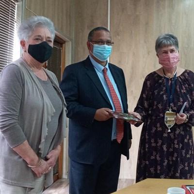 Minister praat met VLV-dames