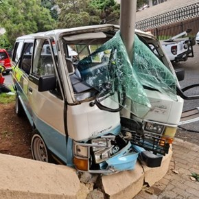 16 injured after taxi crashes into pole in Johannesburg