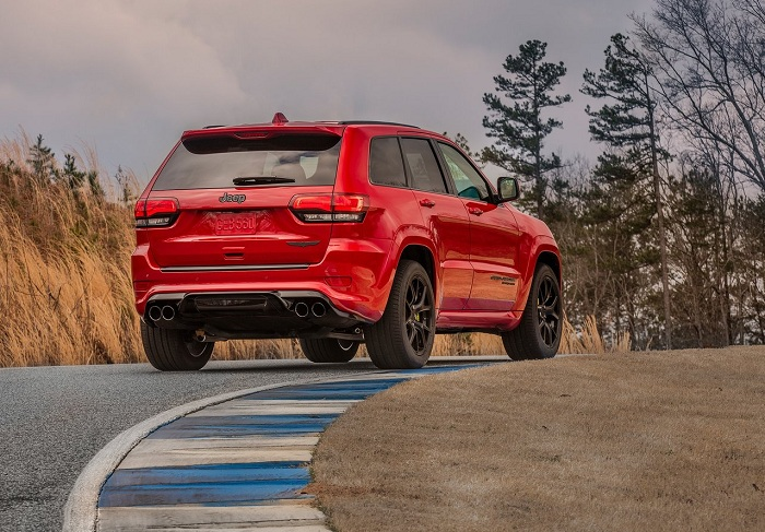 Brutal, Hellcat powered Jeep Grand Cherokee Trackhawk lands-Autodealer