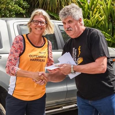 Lloyd en Melissa laat wiel by Palm Tyres-padwedloop