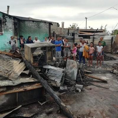 10 gesinne dakloos na brande