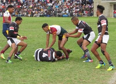 Barbarians-rugbyklub bring Heibi aarde toe