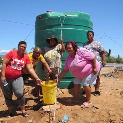 Hopevillers kry water en toilette