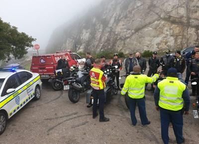Verkeersowerhede en motorfietsryers saam op die pad