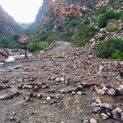 Rockfalls: Swartberg Pass closed