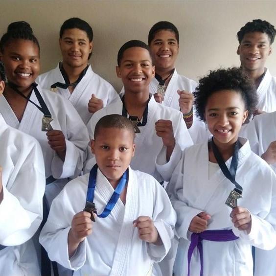Jikkaido-karateklub verower medaljes