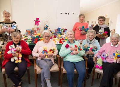 Knysna Knitters hand over 130 teddy bears to Friends of Child Protection