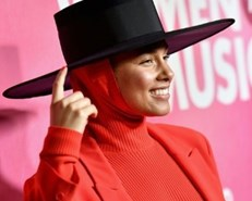 R&B star Alicia Keys to host 2019 Grammy Awards