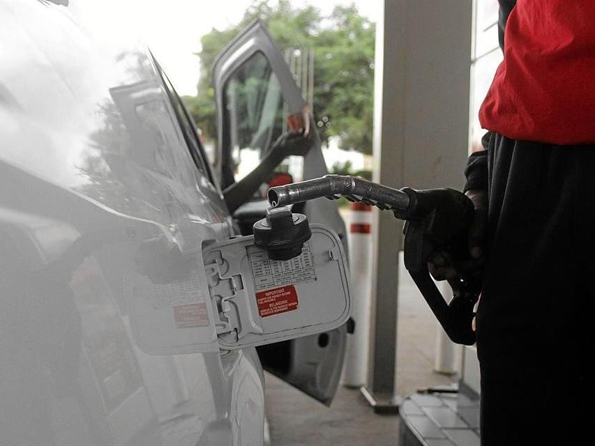 Rand hit threatens fuel price - AA