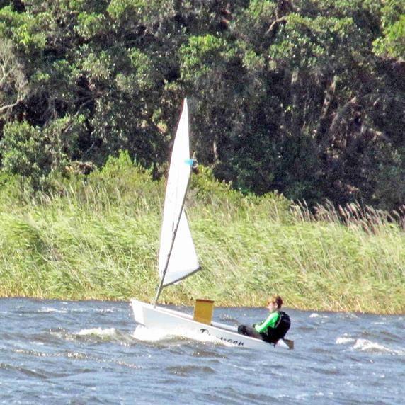 Southeaster has sailors struggling