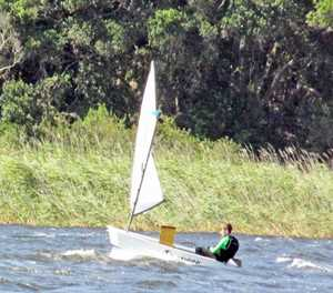 Southeaster has sailors struggling