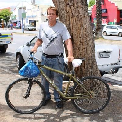 Man ry SA plat met fiets