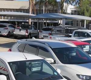 Motors verkoop, maar nie sonder frustrasie