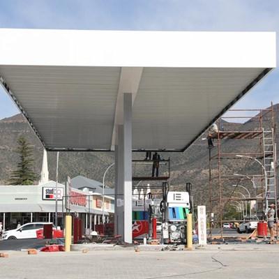Botha's Garage bied nou meer as net petrol en onderdele
