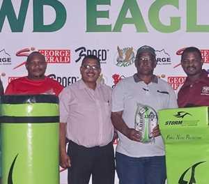 SWD-rugbyunie help rugbyklubs met toerusting