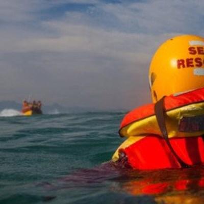 NSRI off-duty crew save 2 at Vic Bay