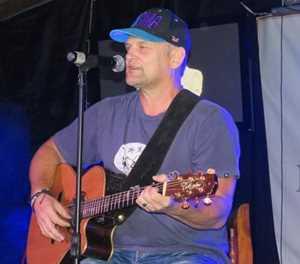 Steve Hofmeyr veg vir konsert in George