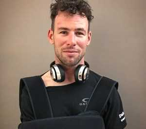 Mark Cavendish fractures rib after heavy crash in Milan-San Remo