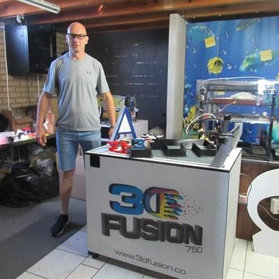 Eric wen met sy 3-dimensionele drukker