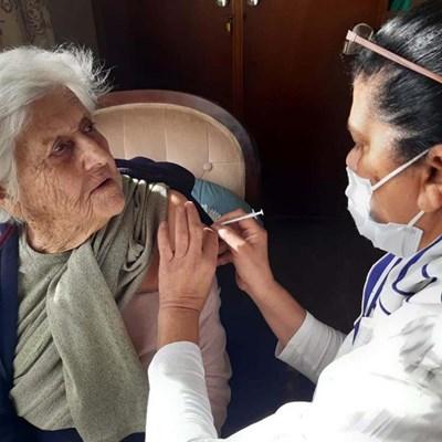 Bejaardes staal hulle vir inenting