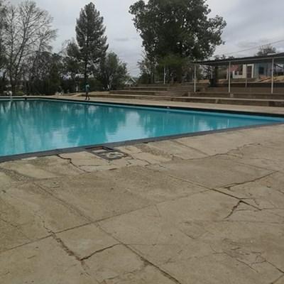 Twee swembaddens gesluit