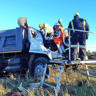 Man loses leg after R102 accident