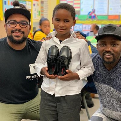 Kaalvoet Mzanzi gives shoes