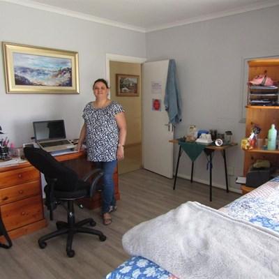 Vrou woon nou in haar kantoor
