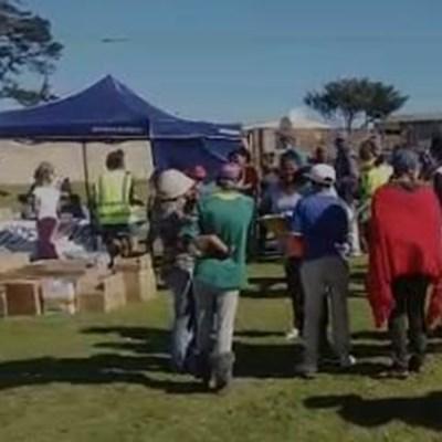 Uplifting Hands reik uit na New Dawn Park