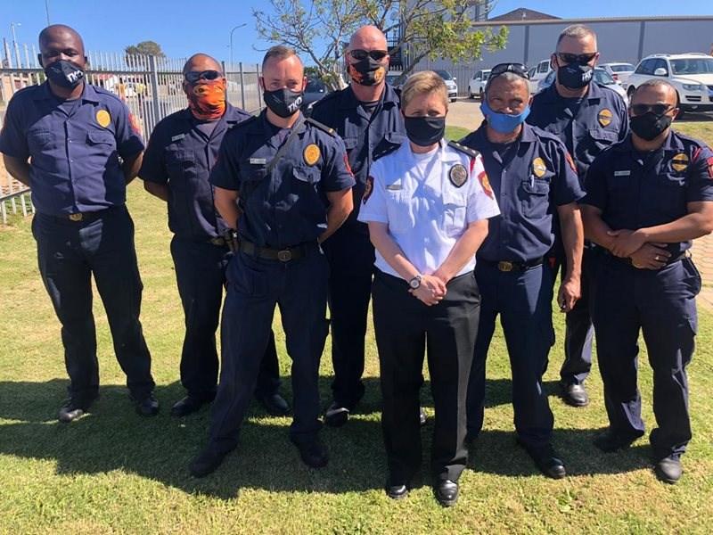 Gemeenskap huldig brandweerman