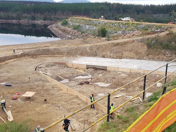 Raising of dam's spillway on track