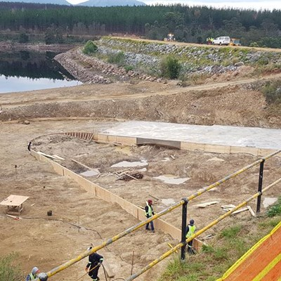 Raising of dam's spillway on track