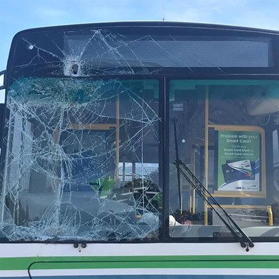 3 arrested for stoning a bus